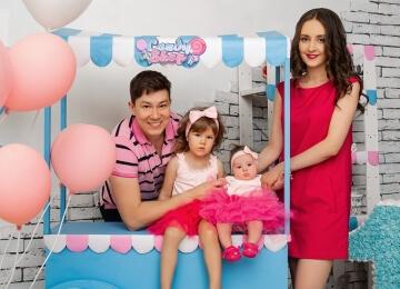 семейная фотосессия с двумя дочками