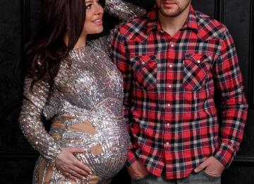 Фотосессия для беременных в серебряном платье