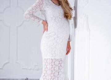 Фотосессия для беременных в белом платье с прозрачными рукавами