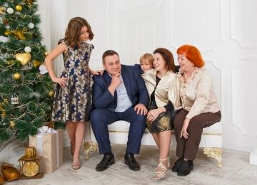 семейная новогодняя фотосессия на белом